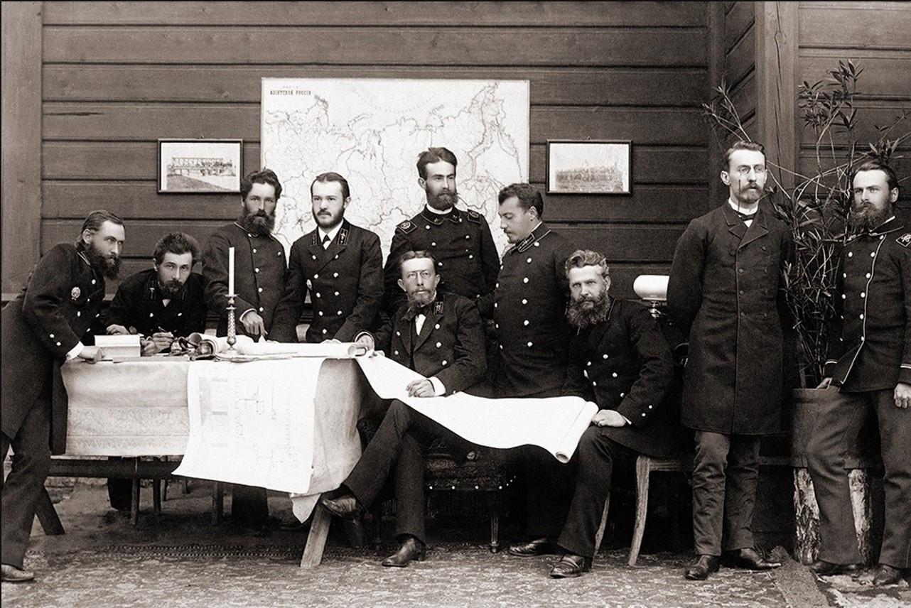 Николай Михайлович Тихомиров с инжинерами-строителями моста через Обь ок 1893-1895гг.