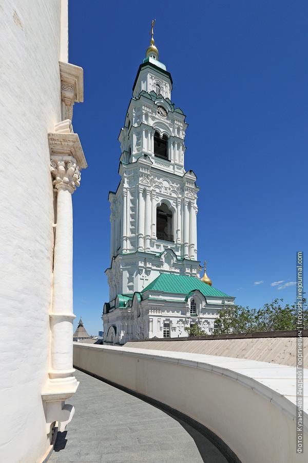 Астрахань Соборная колокольня фотография