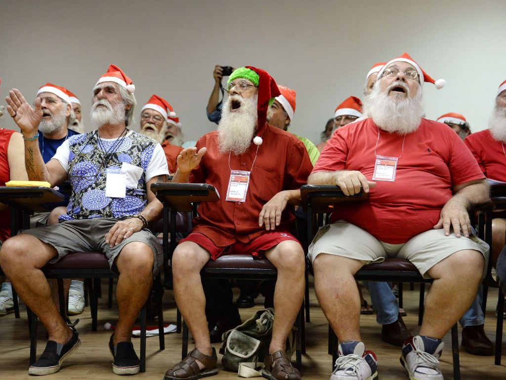 Школа Санта-Клаусов в Риод-де-Жанейро. Вандерлей Алмейда, AFP.jpg