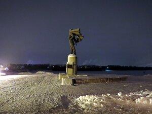 Памятник А. Невскому на берегу реки - Новый год в Великом Новгороде
