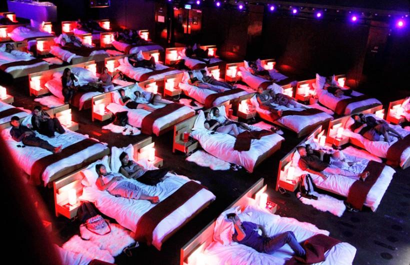 Самые необычные кинотеатры планеты (14 фото)