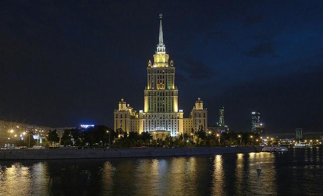 Гостиница «Украина» вМоскве. Если классицизму надоели строгость, прямые линии иследование античным