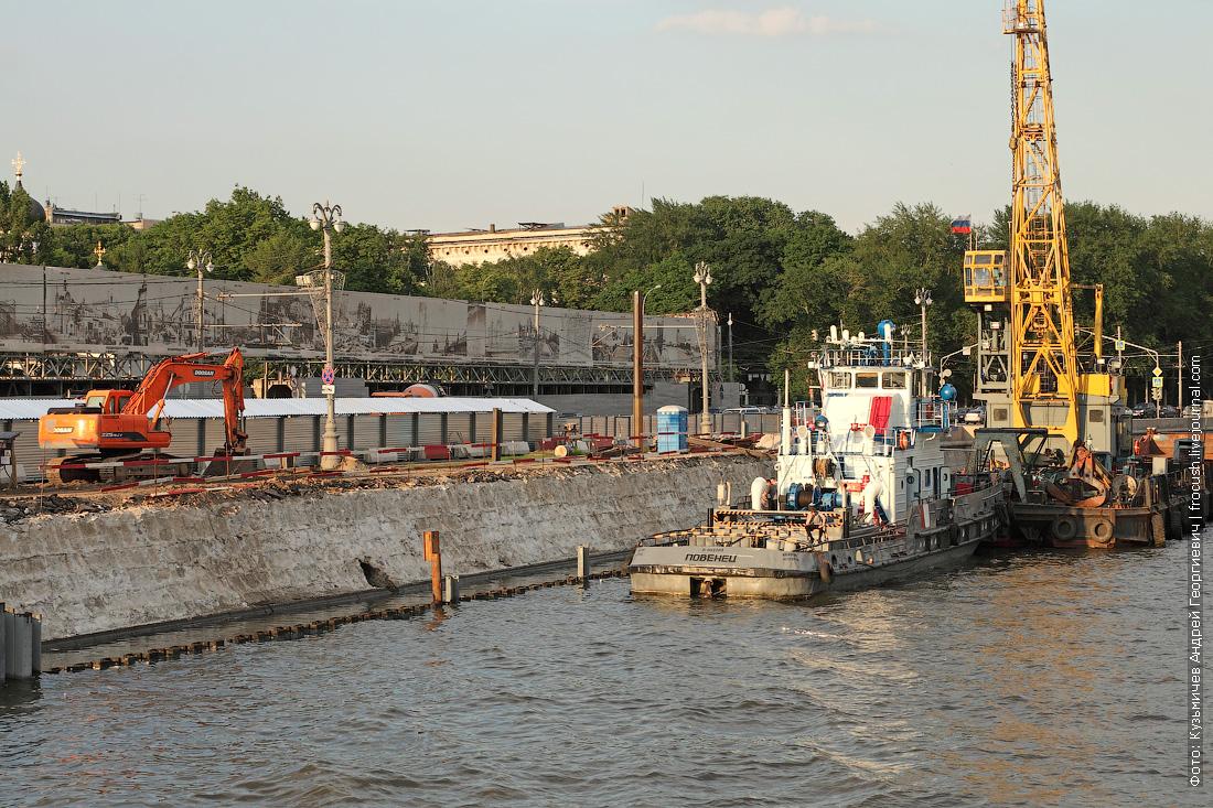 фото Реконструкция Москворецкой набережной напротив строящегося парка Зарядье
