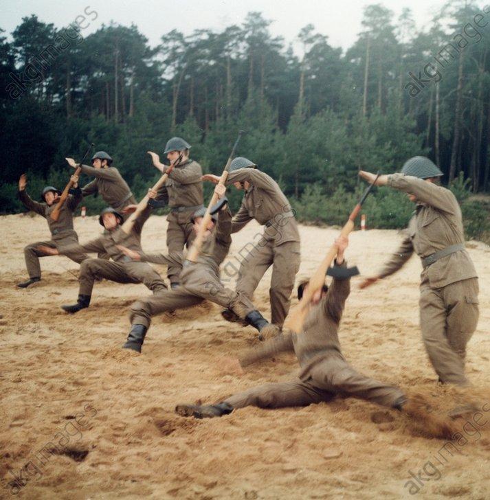 DDR-Volkspolizei Nahkampfьbung / Foto - Germany, GDR, police exercise / photo -