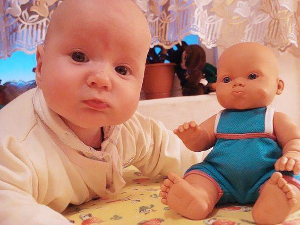 Малыши и их игрушки