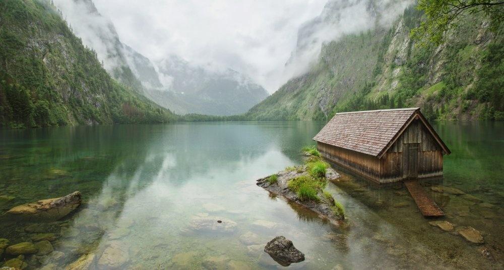 © Alexander Udovychenko  «Enjoy the Silence». Рыбацкая хижина наозере Обер вГермании.