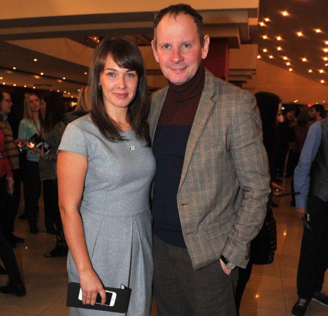 Известный актер познакомился с будущей женой прямо в небе. Он летел на съемки из Москвы в Санкт-Пете