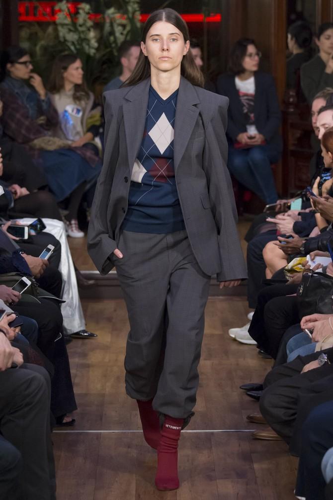 Смотрите также: Классическая элегантность Dior: изысканные модели 1940-1960-х годов на улицах Парижа