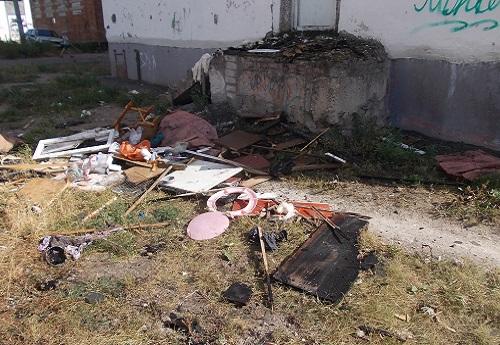 Труп мужчины найден под сгоревшим мусорным контейнеров в российской столице