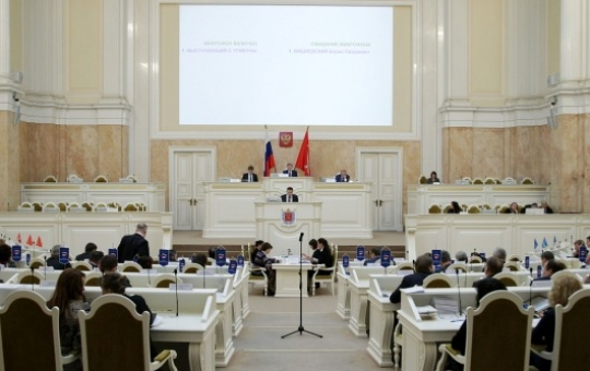 Парламент Петербурга проголосовал заувеличение стоимости проезда вметро на10 рублей