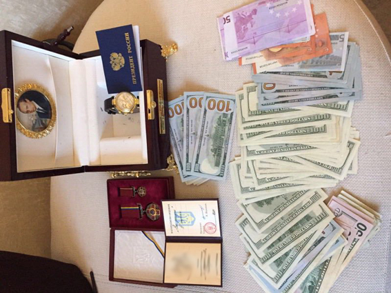 Экс-чиновника счасами от В. Путина арестовали надва месяца