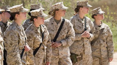 Пентагон изучает сообщения опубликации фото голых женщин-морпехов