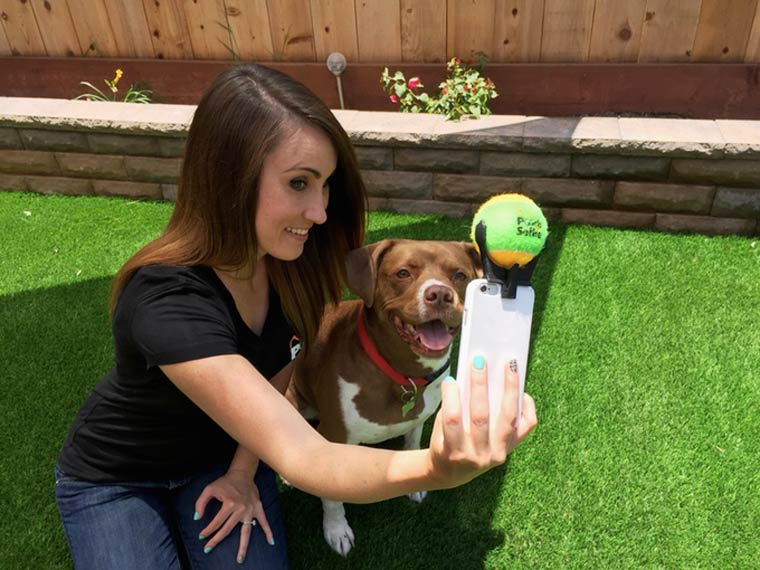 Pooch Selfie - A gadget specially designed for taking selfies with your dog