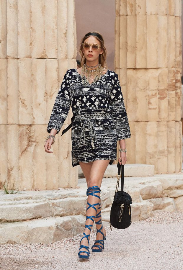 Chanel Cruise 2017.18 La Modernite de l'Antiquite Collection