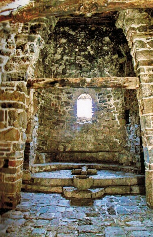 Внутри храма, Тхаба-Ерды
