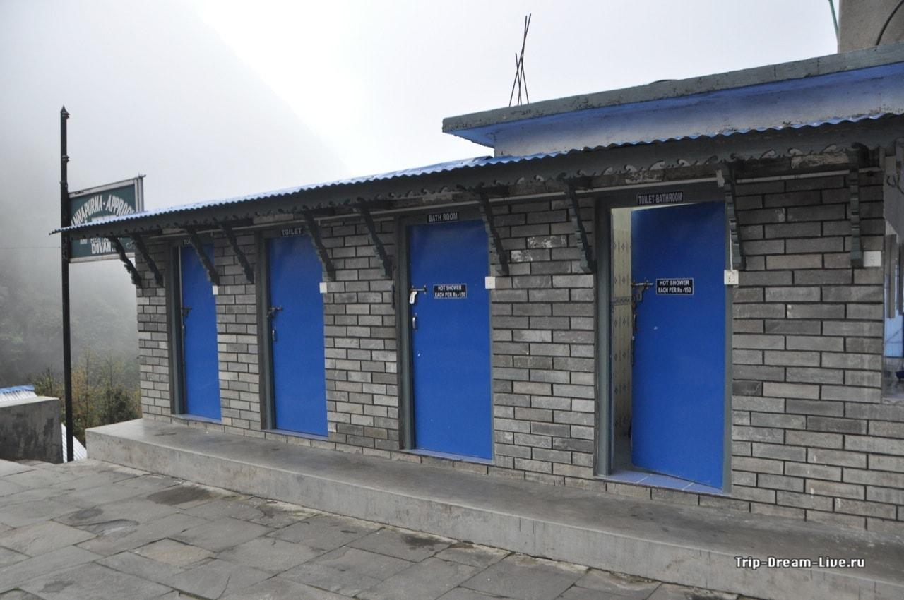 Туалеты и душевые на улице