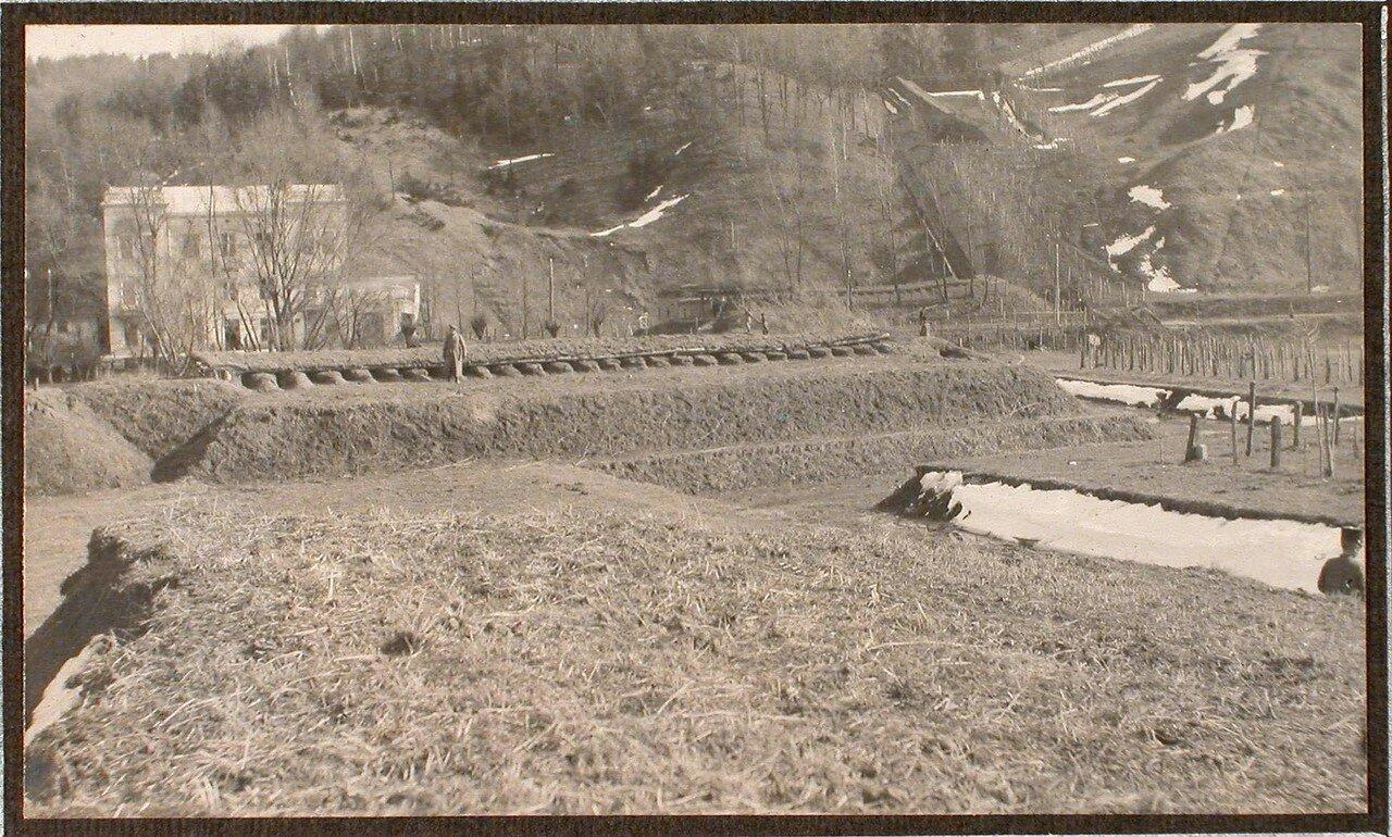 34. Вид одного из усовершенствованных окопов на Лонке, защищающих дорогу