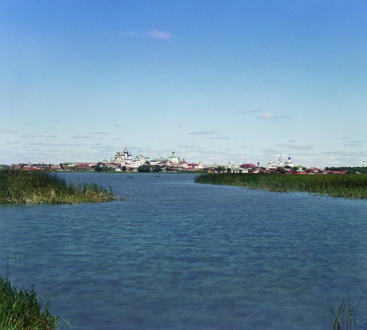 Общий вид на Ростов и Кремль с острова