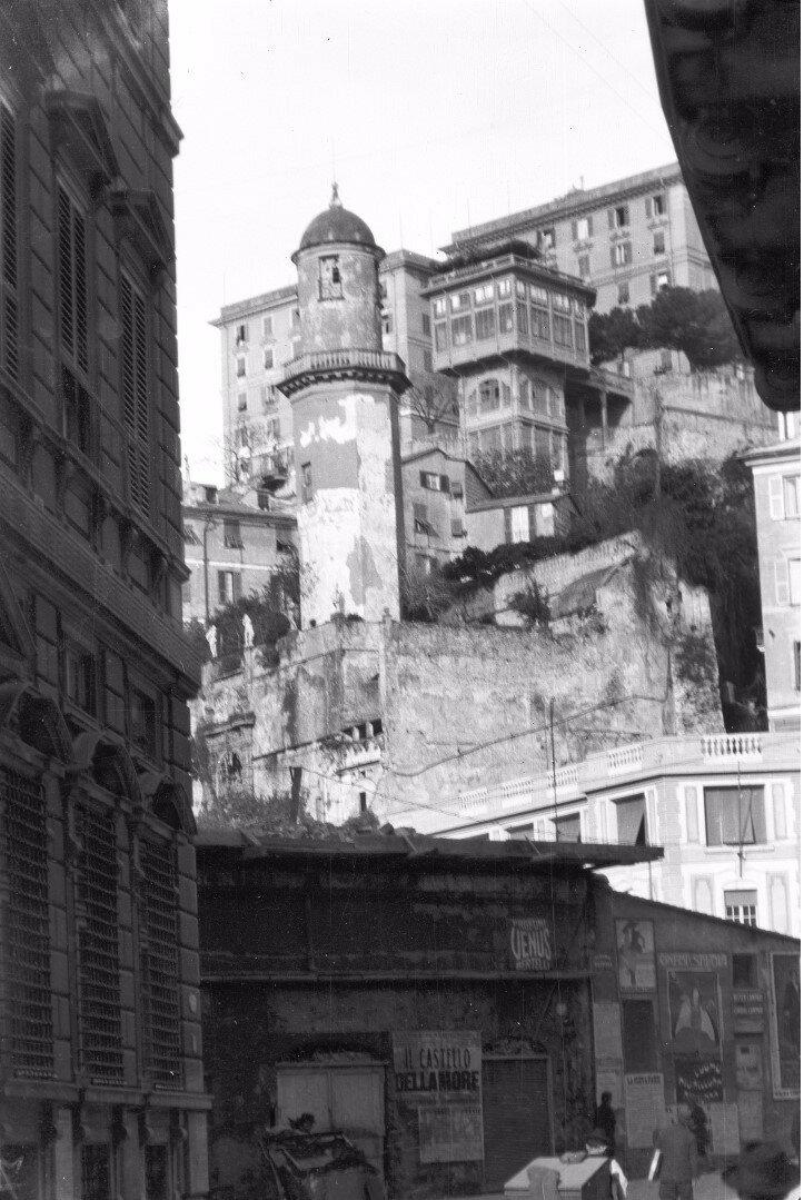 07. Улица в Генуе