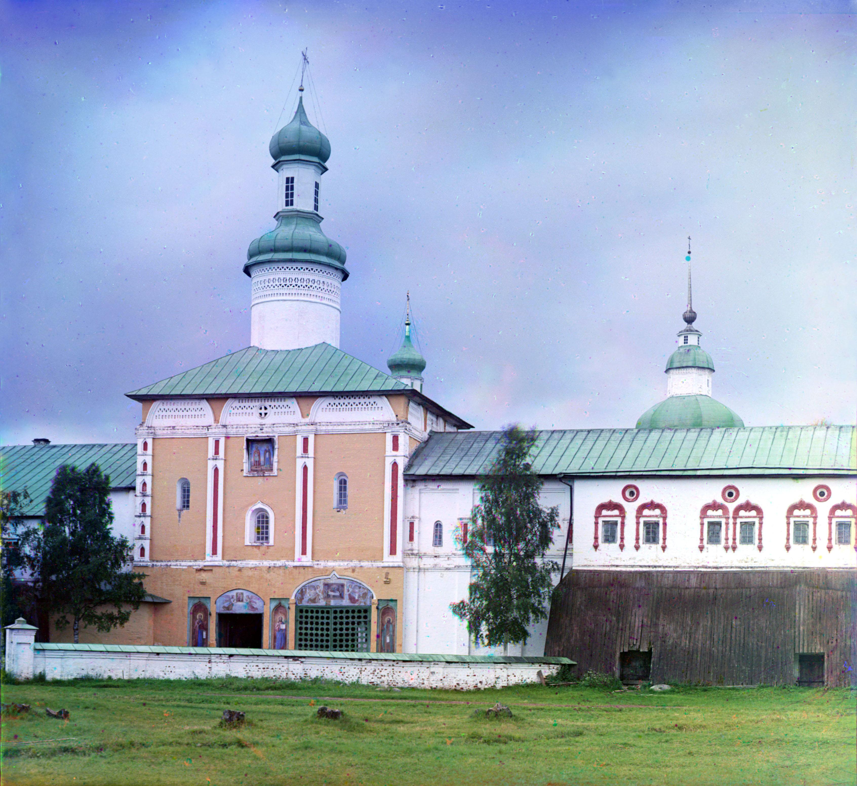 Кирилло-Белозерский монастырь. Святые ворота с церковью Иоанна Лествичника