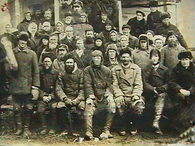 1930 коммунары в Малодельской.jpg