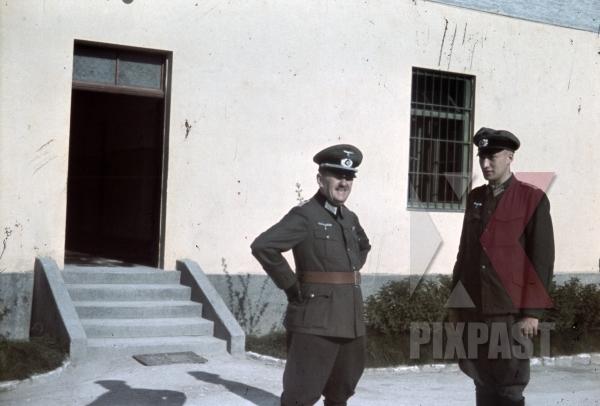 stock-photo-austrian-officers-4th-mountain-division-enzian-gebirgsartillerieregiment-94-lohengrin-kaserne-innsbruck-1940-12174.jpg