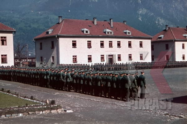 stock-photo-swearingin-ceremony-in-landeck-austria-1941-pontlatz-kaserne-11315.jpg
