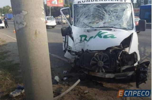 Микроавтобус сбил насмерть квартирного вора в Киеве. ФОТОрепортаж