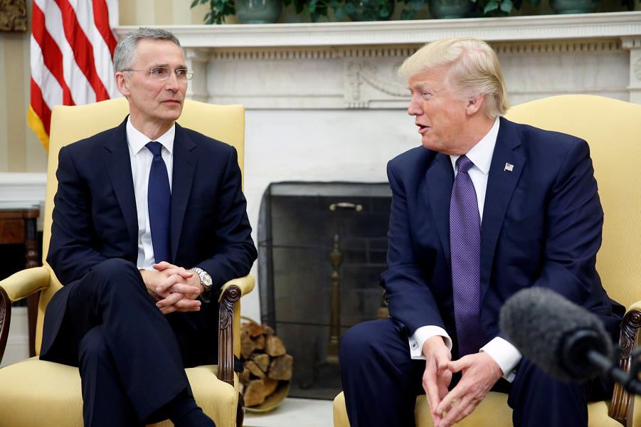 Президент Трамп и генсек НАТО Столтенберг в Белом доме 12 .04.17.png