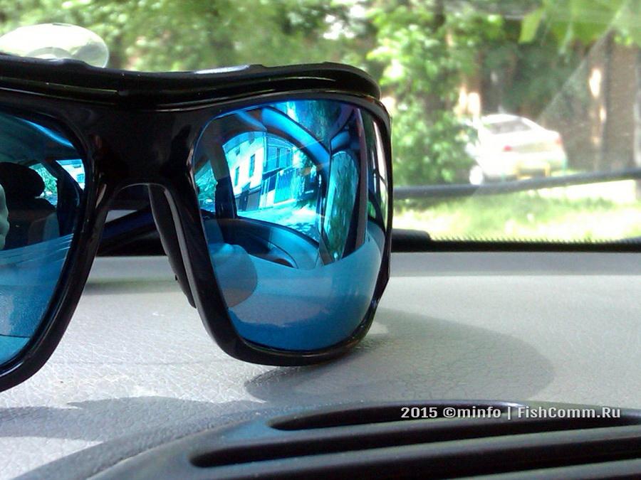 Очки поляризационные FGPO PRO1 Revo Ice Blue в машине