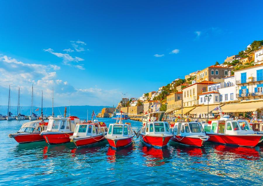 6. Гидра (Греция) Хотя сюда легко добраться из Афин, Гидра выглядит, словно другой мир. На острове з