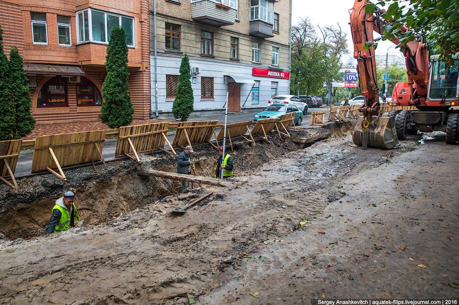10. А вот такого я раньше не видел НИКОГДА. «Укрытие». В Киеве. Заставляет очень серьезно задум