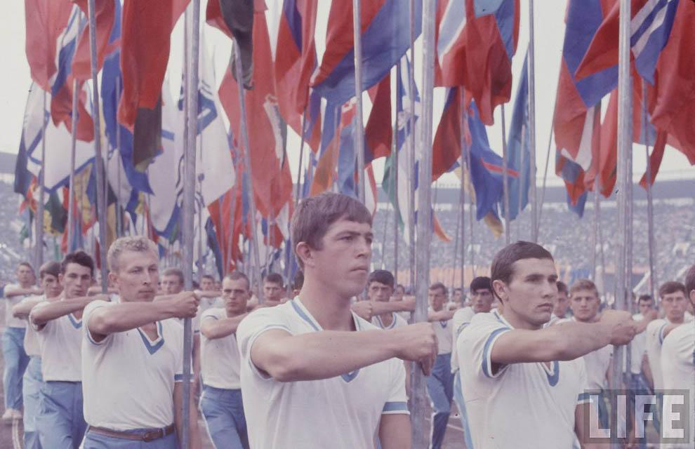В 1967 году в американском журнале LIFE появилась серия очень оптимистичных и позитивных фотографий