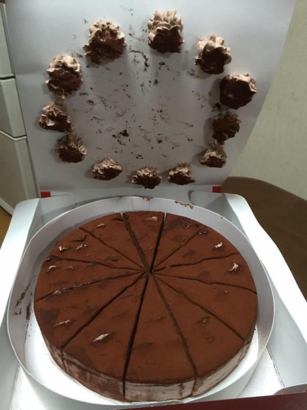Открыл торт.