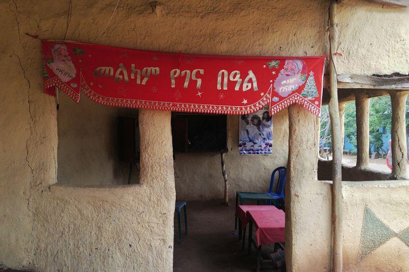 Злачный эфиопский бар, в котором можно набухаться и наплясаться (20 фото)