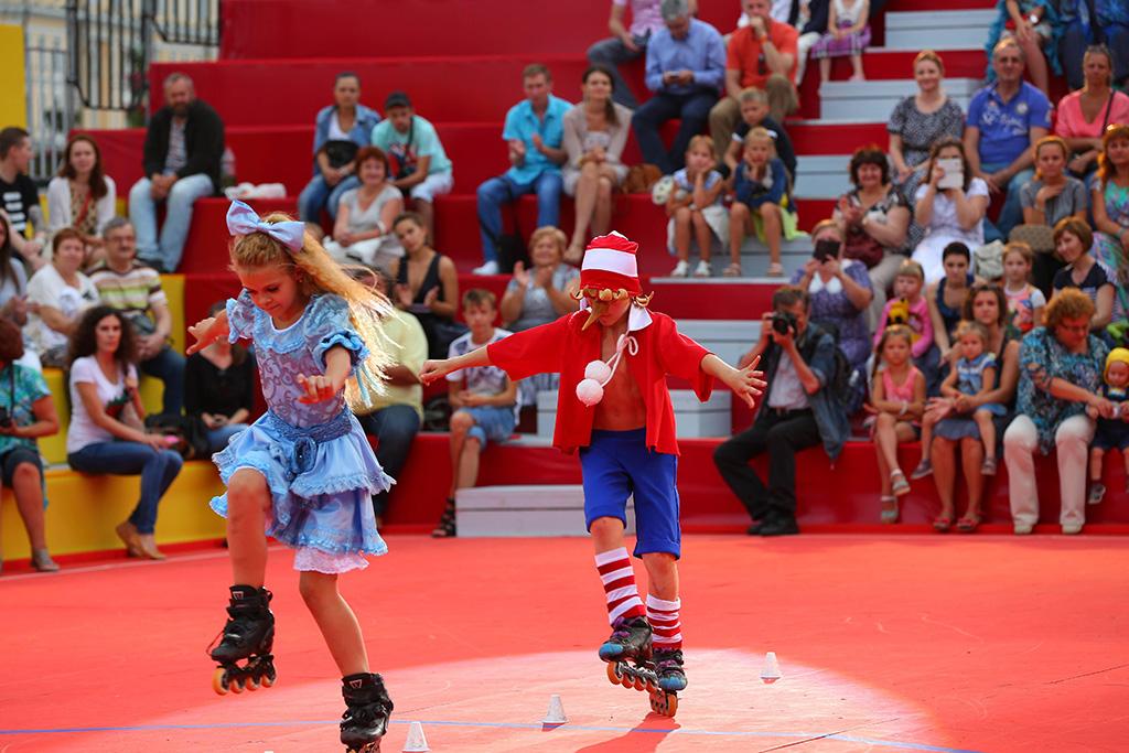 Роль Буратино в спектакле Авербуха исполняет трехкратный чемпион России по фристайл-слалому среди де
