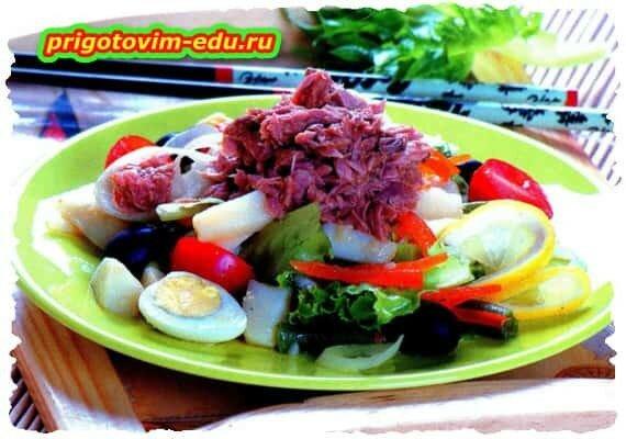 Салат с тунцом и спаржевой фасолью