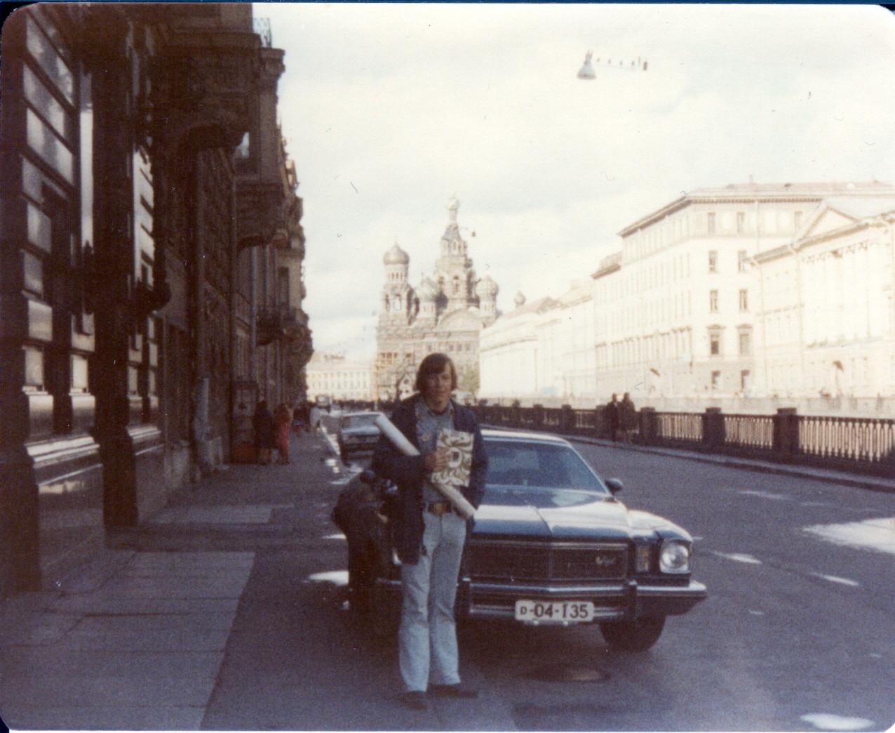 1976-77 Возле Дома Книги.jpg