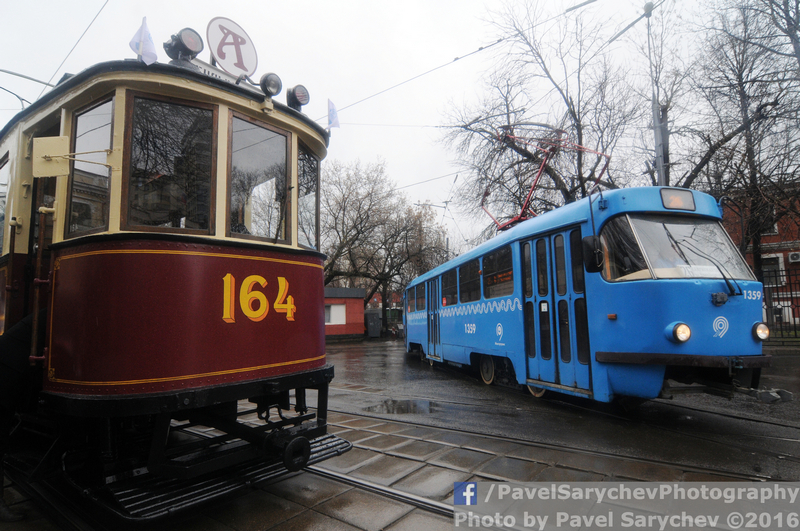 Старинные трамваи парадом прошли по столице