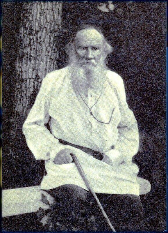 Лев Толстой. 1910 год.jpg