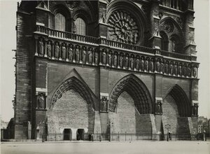 1918. Защита памятников Парижа во время Первой мировой войны. Мешки с песком, защищающие порталы Нотр-Дам де Пари