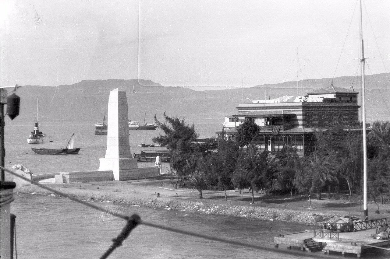 15. Вид на канал и порт Суэц