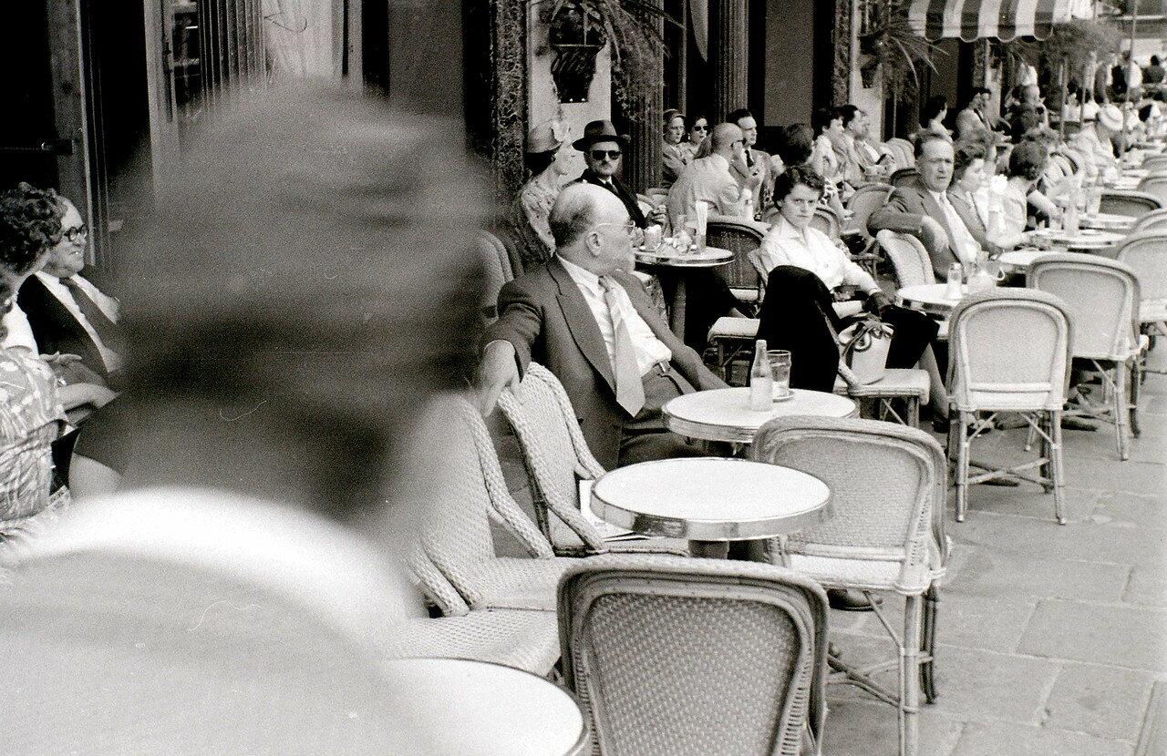 26 июля. Парижское кафе