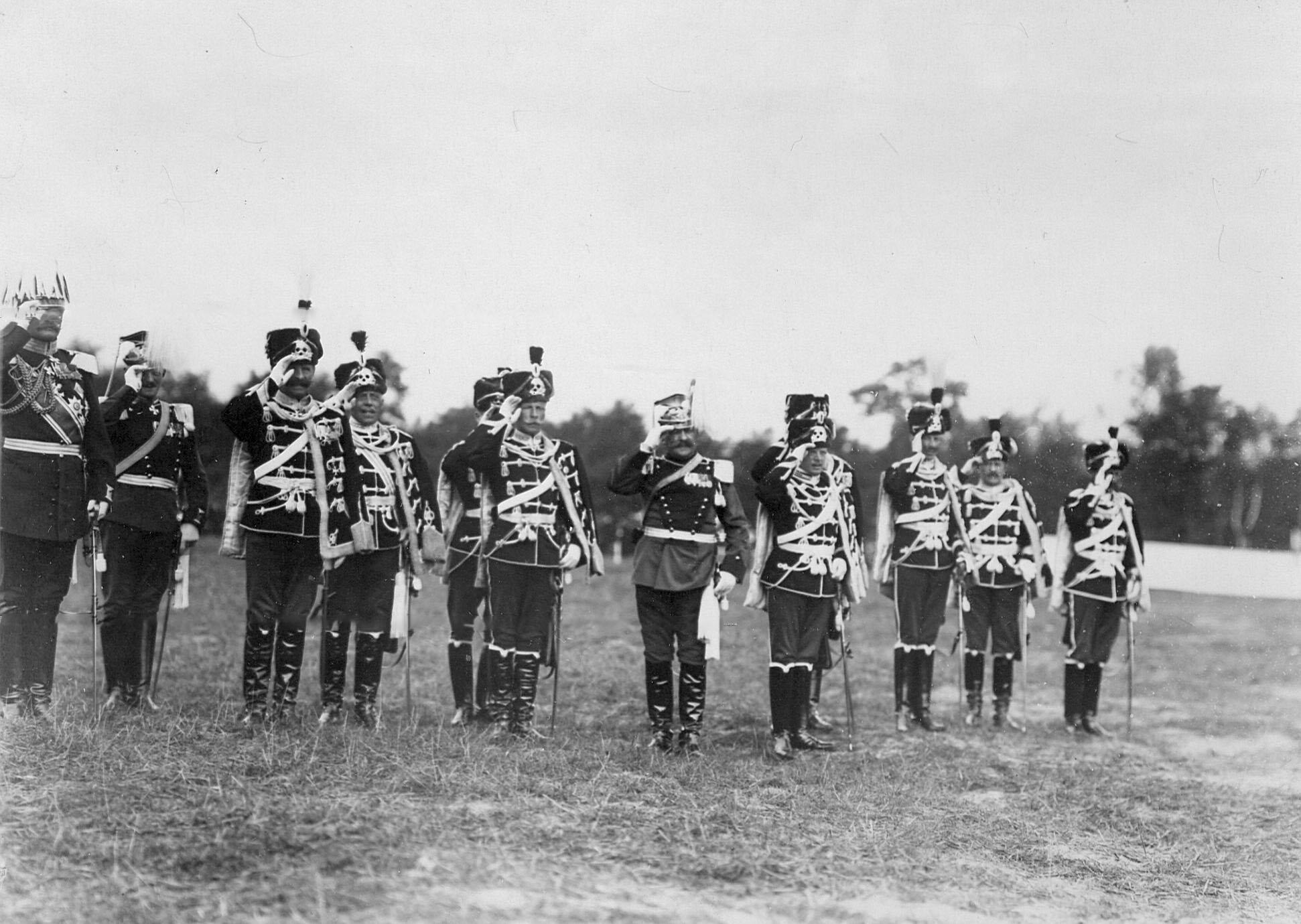 Группа германских гостей - офицеров полка «гусар смерти»  на праздновании 250-летнего юбилея полка