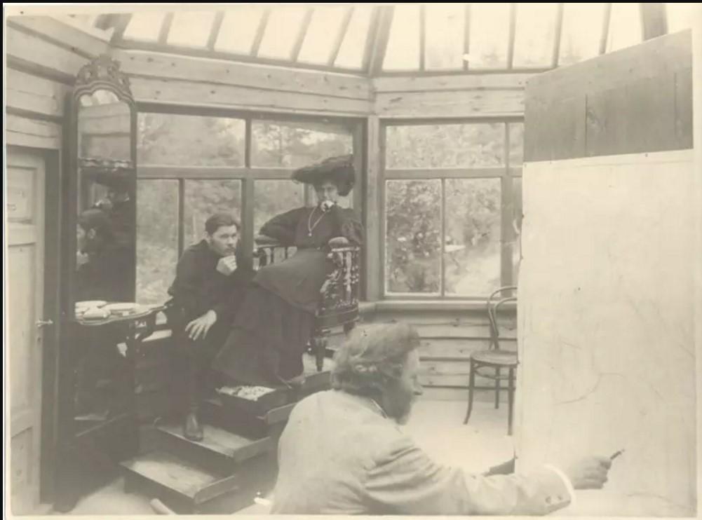 Илья Репин в мастерской в «Пенатах»