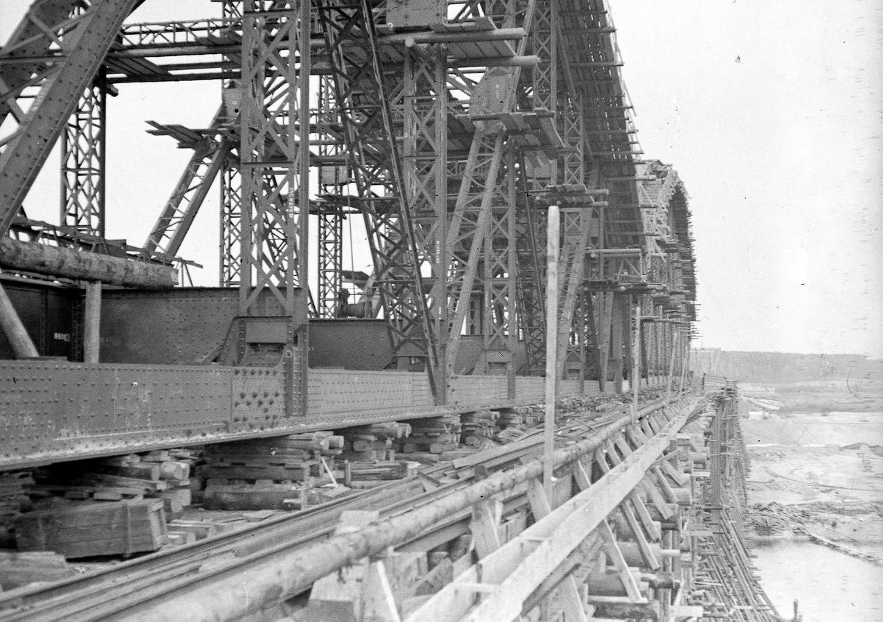 Строительство арок моста