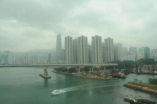 В пожаре Гонконга, бушующем 4 сутки, погибли двое пожарных