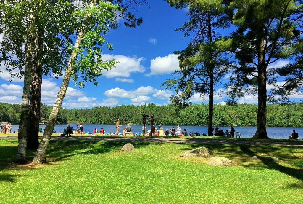 Летом у озера.