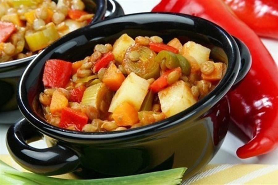 Курица с кабачками в овощном соусе