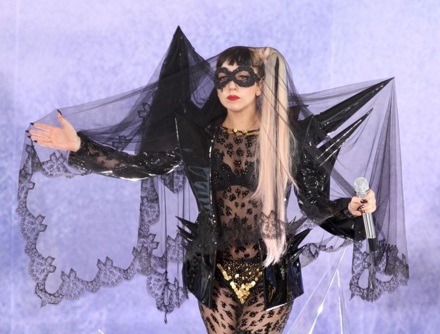 2. Леди Гага: детектор призраков за 50 тысяч долларов Экстравагантная певица уверенна, что ее пресле